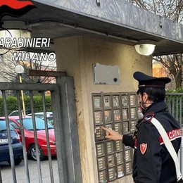PESCHIERA «Dammi i soldi per la droga» e prende a coltellate la sua coinquilina