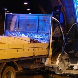 Schianto con il furgone in galleria, muore 52enne di Paullo