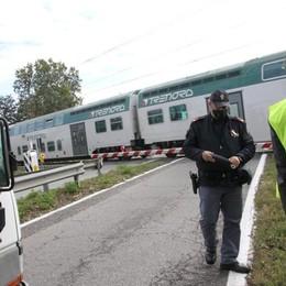 Treno che passa e sbarre alzate: è successo un'altra volta