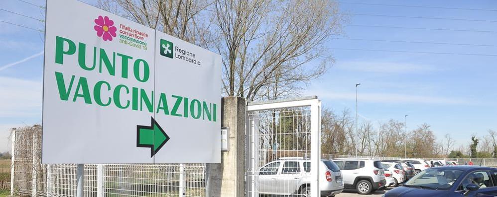 Vaccinazioni, già aperte in Lombardia le prenotazioni per la fascia 70-75 anni