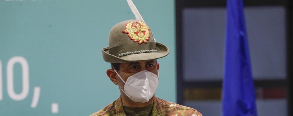 Vaccini, il generale Figliuolo in Lombardia: «Non va tutto bene, bisogna migliorare»