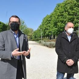 Lodi, il degrado dei giardini del Passeggio: «Colpa di vandali e incivili»