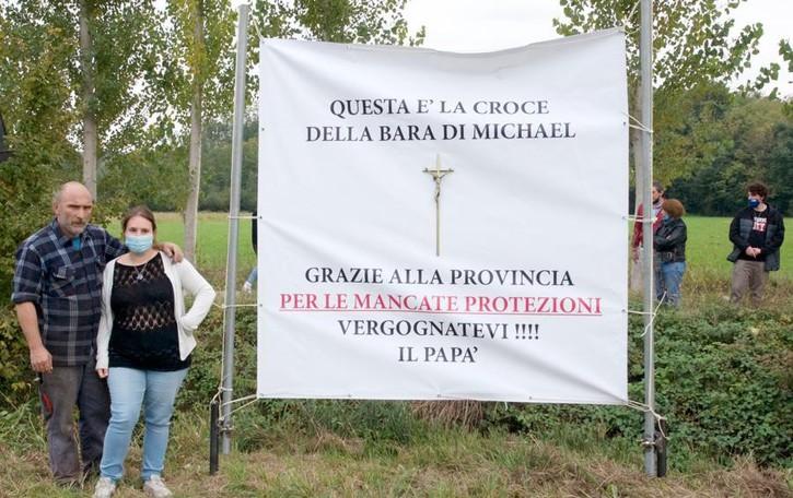 San Colombano, è stata la Provincia di Lodi ad abbattere il ricordo del 22enne morto uscendo di strada