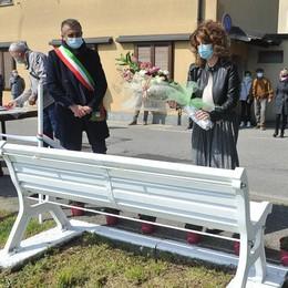 """Sordio una panchina per ricordare gli """"eroi"""" caduti nella lotta al Covid"""