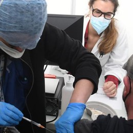 """SUDMILANO Gli anziani senza il vaccino rimangono un """"buco nero"""""""