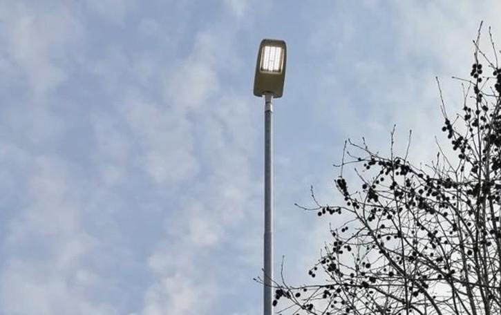 Zelo, i lampioni continuano a rimanere accesi di giorno