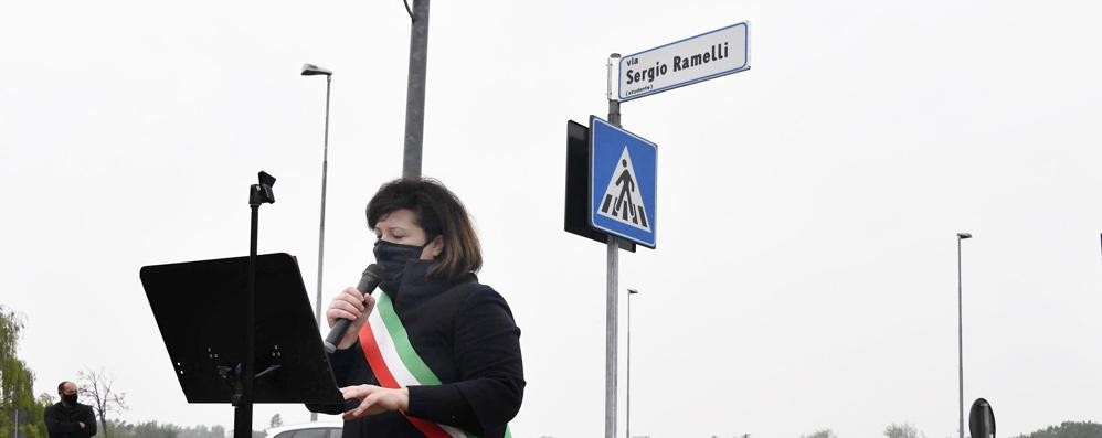 Adesso anche a Lodi c'è via Ramelli: il sindaco Casanova scopre la targa - VIDEO