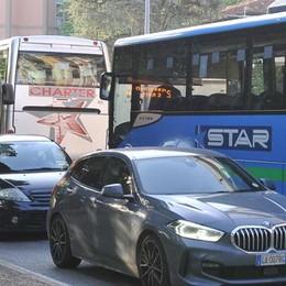 Il caos provocato dai bus agita le acque della politica