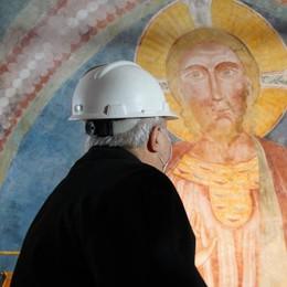 Il Vescovo ammira i restauri in basilica a Lodi Vecchio VIDEO