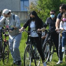 """In bicicletta per dire no al """"serpente d'asfalto"""" VIDEO"""