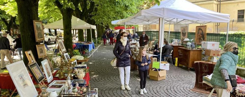 LODI Torna il mercatino dell'antiquariato: «Ora speriamo che duri»