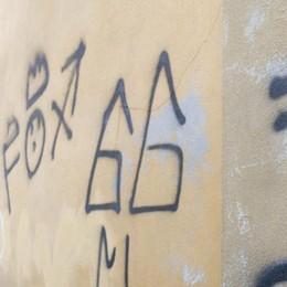 MALEO Chiesa dei morti coperta di scritte: partono le denunce