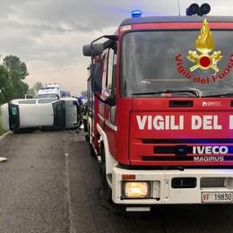 Marudo, auto ribaltata sulla provinciale: ferite due ragazze