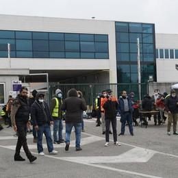 PESCHIERA Torna la tensione alla logistica: sit-in di protesta e camion bloccati