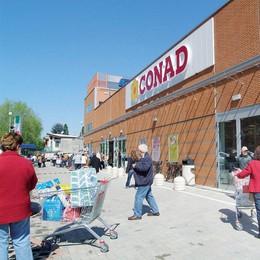 Raccolta solidale di alimentari nei supermercati a marchio Conad
