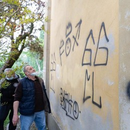 Scritte sataniche sui muri di Maleo, i vandali chiedono scusa