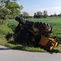 Si ribalta un mezzo agricolo a Cerro, il conducente 73enne resta ferito