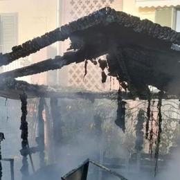 Una domenica di lavoro per i vigili del fuoco, capanno in fiamme a Villanova