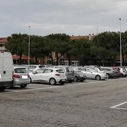 VIZZOLO Tagliati i tubi di freni e benzina: auto nel mirino dei vandali