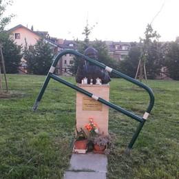 MELEGNANO Anche il busto di Giovanni Paolo II nel mirino dei vandali