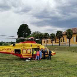 Motociclista si schianta a Cerro. Trasportato in ospedale con l'elicottero