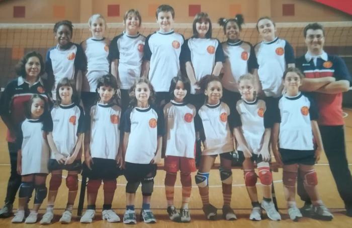 Loveth è la terza da destra in prima fila, a sinistra la sua prima allenatrice
