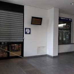 Preda dei teppisti e senza servizi: l'agonia della stazione di Melegnano