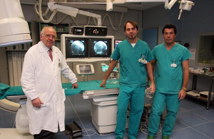 Nella foto d'archivio, al centro, l'infermiere Andrea Levantino