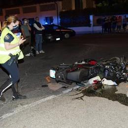 Schianto tra un'auto e una moto, grave un 21enne