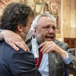 VIDEO Lodi, l'ex sindaco Simone Uggetti assolto in appello con formula piena: «È la fine di un incubo». Sul «Cittadino» in edicola mercoledì lo speciale