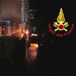 VIDEO Incendio nella fabbrica di inchiostri a Crespiatica