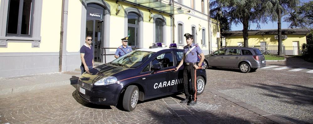 CASALE Fumano spinelli in un garage, il festino interrotto dai carabinieri