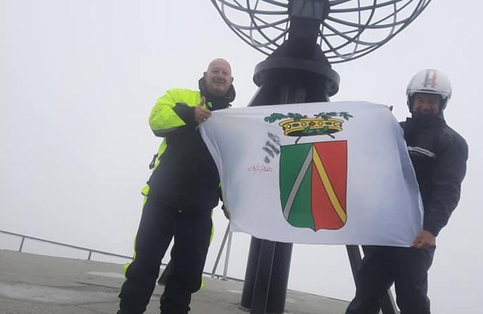 La bandiera della Provincia di Lodi a Capo Nord
