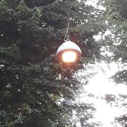 Lampioni accesi anche di giorno a Codogno