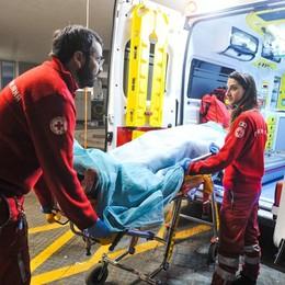 Lite tra ciclisti e automobilista a Peschiera, in due all'ospedale