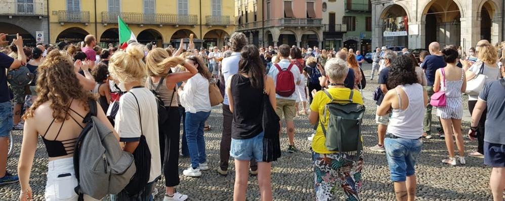 LODI In piazza Vittoria la manifestazione contro il Green pass VIDEO