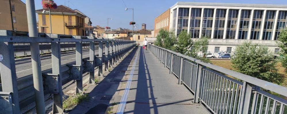 Lodi, rimesse a nuovo le passerelle del ponte sull'Adda