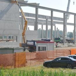 MASSALENGO Svetta lo scheletro di cemento, così cresce il gigante della logistica