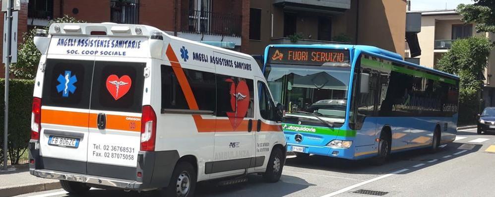 MELEGNANO Raptus di follia del 35enne, dimessi dall'ospedale i due feriti