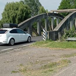 MULAZZANO Chiuso il ponte ciclopedonale, quanti rischi sulla Pandina