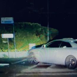 Multano l'auto in sosta vietata e non si accorgono che è l'Audi in fuga