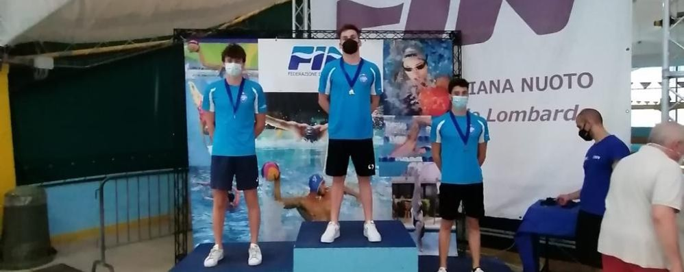 Nuoto, pioggia di medaglie per lo Sporting