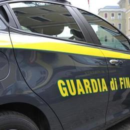 San Donato, la Gdf sequestra 4mila capi di vestiario contraffatti