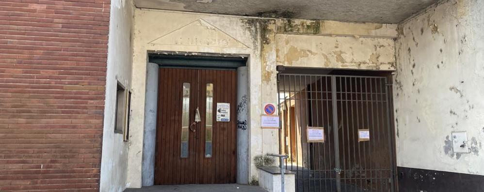 Sant'Angelo, bivacchi e faldoni: nell'ex municipio vince il degrado