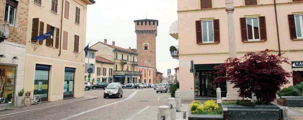 """Sant'Angelo, topi """"a passeggio"""" in centro storico"""