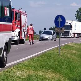 Scontro tra un'auto e una moto a Ossago, arriva l'elicottero per i soccorsi a un 62enne VIDEO