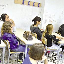 Scuola: laurea per gli assistenti, ma la paga oraria è di 8 euro lordi