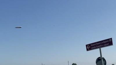 Un dirigibile nei cieli della Bassa