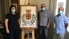 Uno stemma in dono alla città di Lodi realizzato con cotto e sassi dell'Adda