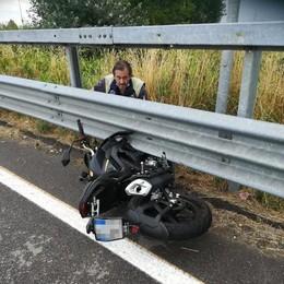 Violento schianto in motocicletta a Tavazzano, paura per una coppia di giovani
